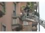 Notizie Milano: Dimentica una sigaretta accesa, in fuoco il palazzo