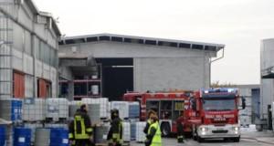 Milano, Autocisterna in fiamme a Settala. Gravi due persone